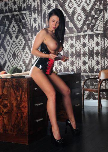 Giulia escort girl Amsterdam