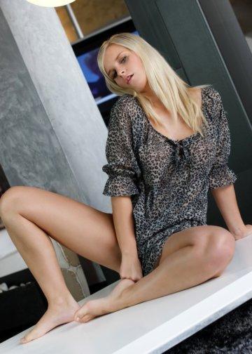 Erika hot babe blonde escort