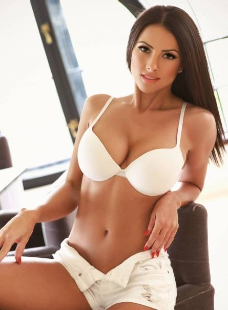 Jasemine kissing girl escort in Amsterdam